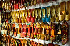 traditionella indiska mångfärgade skor Fotografering för Bildbyråer