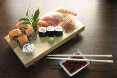 traditionella japanska sushi för mat Royaltyfria Foton