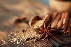 Traditionella julkryddor, matbakgrund Arkivbilder