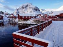 Traditionella kabiner för fiskare` s i byn av Ã… på Lofoten, Norge Fotografering för Bildbyråer