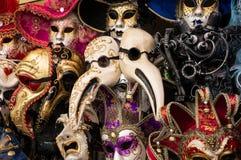 Traditionella karnevalmaskeringar i Venedig Royaltyfria Bilder