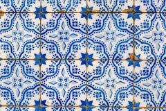 Traditionella keramiska tegelplattor Azulejos i Lissabon arkivbilder