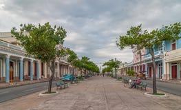 Traditionella koloniala stilbyggnader som lokaliseras på den huvudsakliga gatan arkivbilder