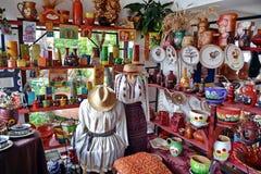 Traditionella krukmakeri och filtar Arkivfoto