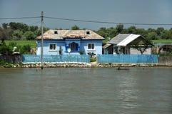 Traditionella lantliga hus i Donaudeltan Arkivbilder