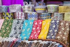 Traditionella lock på forntida Mutrah Souq, Muscat, Oman royaltyfria bilder