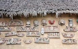 Traditionella maskeringar för indones (Balinese) på väggen Arkivfoton