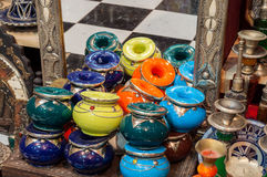 Traditionella moroccan keramik och smycken Arkivbild