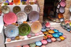 Traditionella moroccan souvenir på souk i Essaouira, Marocko, Af Arkivfoto