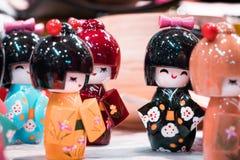 Traditionella orientaliska miniatyrgeishadockor fotografering för bildbyråer