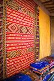Traditionella orientaliska tyger i Ouarzazate, Marocko Royaltyfria Foton