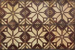 Traditionella portugisiska azulejotegelplattor på byggnaden i Porto, P Arkivfoton