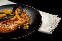 Traditionella ris i paella med fisken och kött Royaltyfri Fotografi