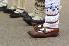 Traditionella romanian sandaler 4 arkivfoto