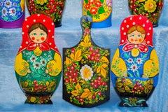 Traditionella ryska souvenir som dekoreras med prydnader Royaltyfri Fotografi