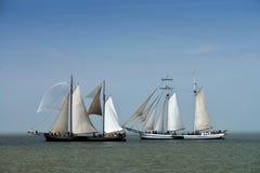 Traditionella seglingskepp på IJsselmeeren, Nederländerna Royaltyfri Fotografi