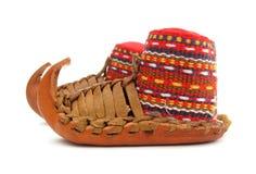 traditionella serbiska skor för opanci Arkivfoto