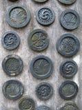 Traditionella sköldar på väggslott i Japan Fotografering för Bildbyråer