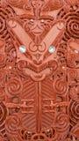 Traditionella sned Maori Board r?tt tr? arkivfoton