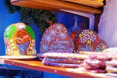 Traditionella souvenir på den europeiska julen marknadsför - en ginge Arkivbilder