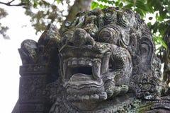 Traditionella stenstatyer i Bali, Indonesien Arkivfoto