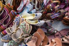 Traditionella stilfulla skor och häftklammermatare Arkivbilder