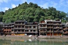 Traditionella styltahus i den mest härliga forntida staden i Kina, Fenghunag stad, Hunan landskap Arkivbild