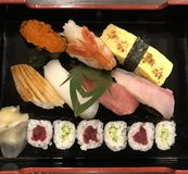 traditionella sushi arkivbilder