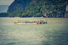 Traditionella thai fartyg i Phang Nga, Phuket, Thailand Royaltyfri Bild