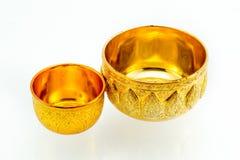 Traditionella thailändska guld-ware på isolerad vit bakgrund Royaltyfri Foto