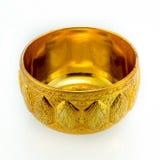 Traditionella thailändska guld-ware på isolerad vit bakgrund Royaltyfri Fotografi