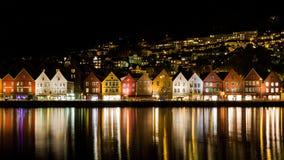 Traditionella trähus på Bryggen, en plats för UNESCOvärldskulturarv i Bergen, Norge royaltyfri fotografi