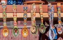 Traditionella träskedar från Bucovina Arkivbilder