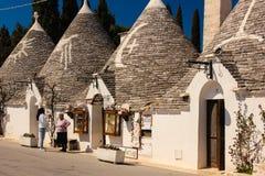 Traditionella Trulli Alberobello Apulia italy royaltyfria foton