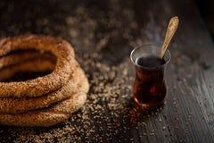 Traditionella turkiska baglar med sesam Royaltyfri Fotografi