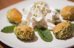 Traditionella turkiska sötsaker - välfyllda aprikors Royaltyfria Foton