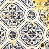 Traditionella utsmyckade portugisiska dekorativa tegelplattaazulejos Tappning Royaltyfri Bild