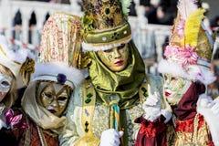 Traditionella venetian karnevalmaskeringar Arkivfoton