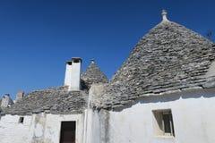 Traditionella vita trullibyggnader Fotografering för Bildbyråer
