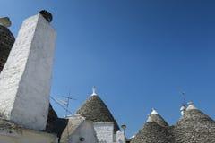 Traditionella vita trullibyggnader Royaltyfri Foto