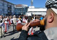 Traditionella zurlemusiker på ceremoni som markerar den 10th årsdagen av självständighet för Kosovo ` s i Dragash royaltyfri bild