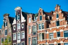 Traditionelle Altbauten in Amsterdam, die Niederlande Lizenzfreies Stockbild