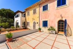 Traditionelle alte Häuser in Hafen Pollenca-Stadt auf Majorca-Insel Lizenzfreies Stockbild