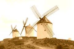 Traditionelle alte Windmühlen entlang dem Don Quichot-Weg, Spanien lizenzfreies stockfoto