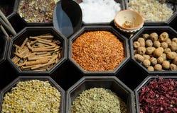 Traditionelle arabische Gewürze lizenzfreie stockfotografie