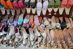 Traditionelle arabische Schuhe stockfotos