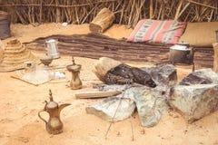 Traditionelle arabische Weise des Kochens in der Wüste gezeigt in altem Dubai lizenzfreies stockbild