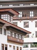 Traditionelle Architektur der von Bhutan Häuser Stockfotos