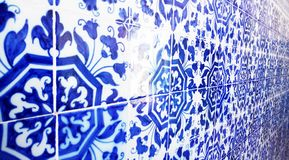Traditionelle Azulejo-Mosaikfliesen, Portugal-Lebensstil stockfotos