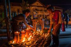 Traditionelle Baumwolle der Abnutzung mit zwei schöne thailändische Frauen gesponnen Stockfoto